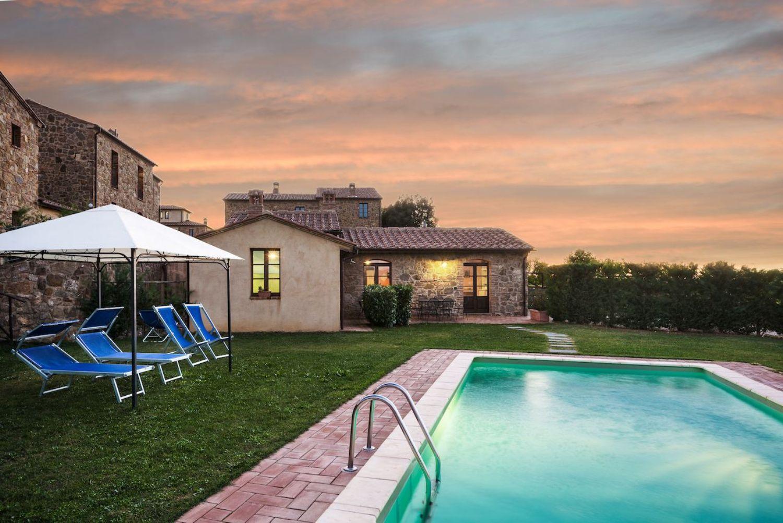 Soluzione Indipendente in vendita a Montalcino, 5 locali, prezzo € 550.000 | CambioCasa.it