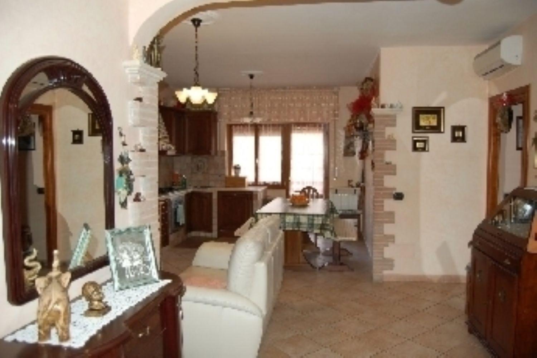 Appartamento in vendita a Cisterna di Latina, 6 locali, prezzo € 179.000 | Cambio Casa.it