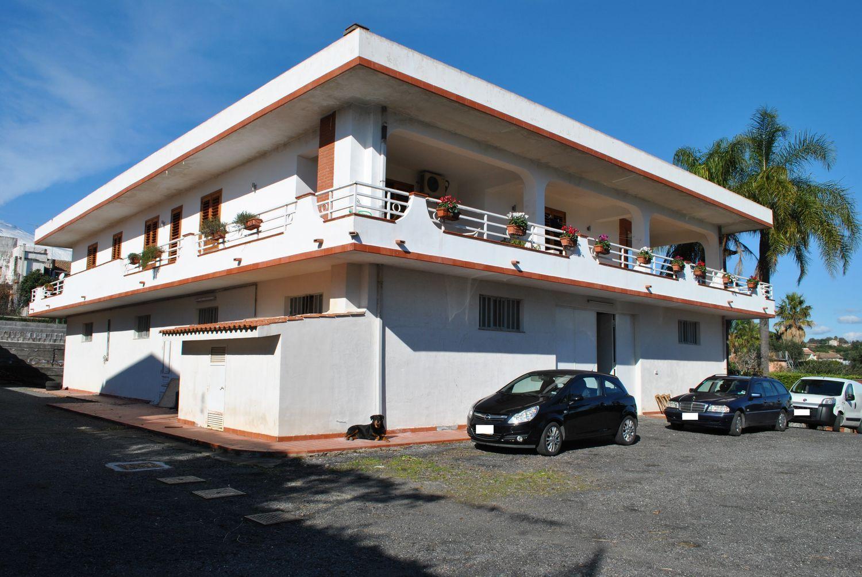 Soluzione Indipendente in vendita a Acireale, 8 locali, prezzo € 635.000   Cambio Casa.it