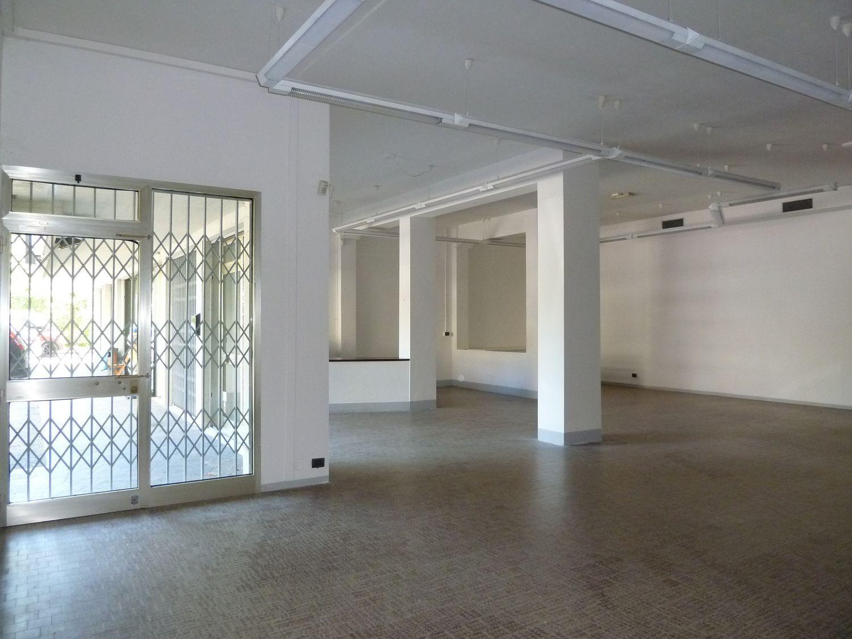 Immobile Commerciale in affitto a San Giovanni in Persiceto, 9999 locali, prezzo € 850   CambioCasa.it