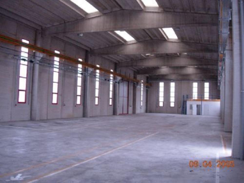 Capannone in vendita a Collecorvino, 9999 locali, prezzo € 800.000 | Cambio Casa.it