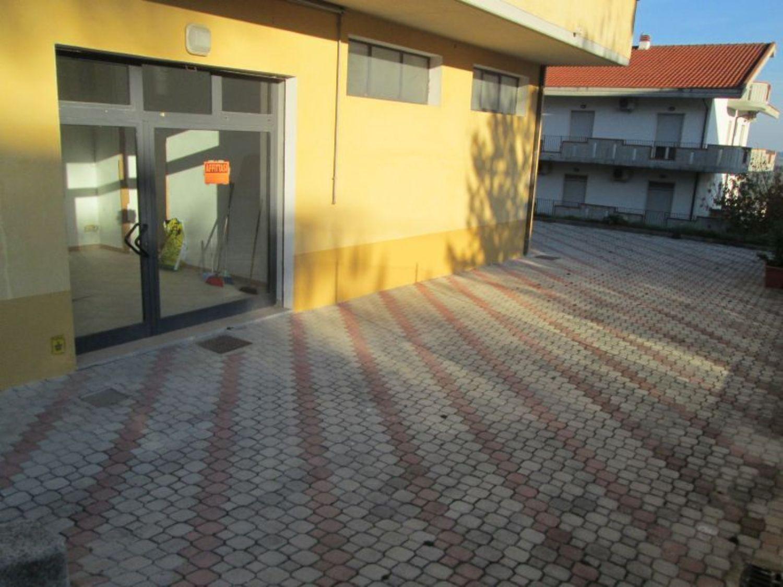 Immobile Commerciale in affitto a Bucchianico, 9999 locali, prezzo € 400 | Cambio Casa.it