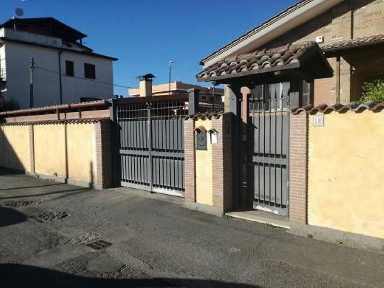 Soluzione Indipendente in vendita a Roma, 4 locali, prezzo € 315.000   CambioCasa.it