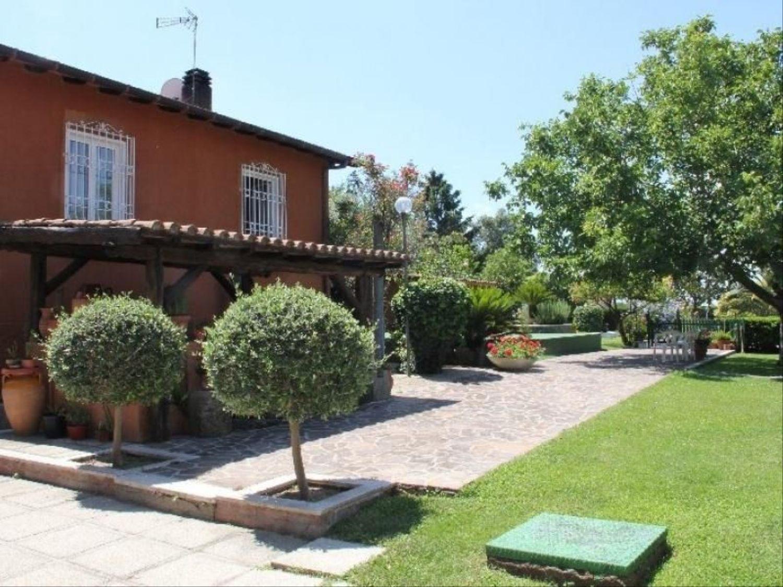 Soluzione Indipendente in vendita a Grottaferrata, 7 locali, prezzo € 1.300.000   CambioCasa.it