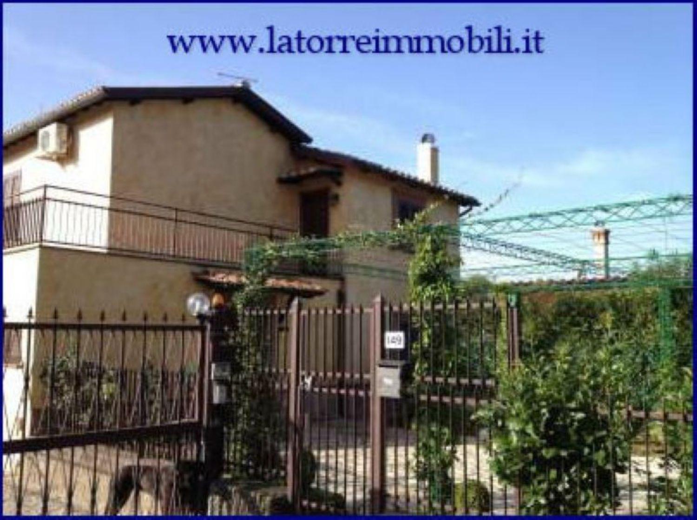 Villa Bifamiliare in vendita a Velletri, 3 locali, prezzo € 180.000 | Cambio Casa.it
