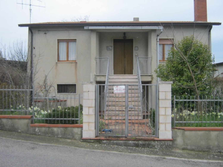 Soluzione Indipendente in vendita a Pesco Sannita, 7 locali, prezzo € 130.000 | CambioCasa.it