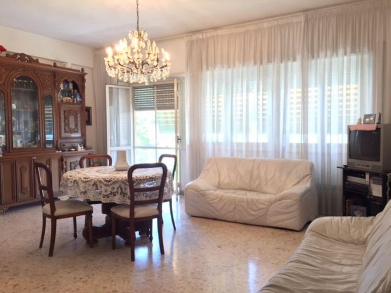 Appartamento in affitto a Terracina, 3 locali, prezzo € 1.500 | Cambio Casa.it