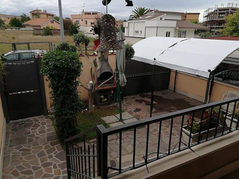 Soluzione Indipendente in vendita a Roma, 6 locali, prezzo € 245.000   CambioCasa.it