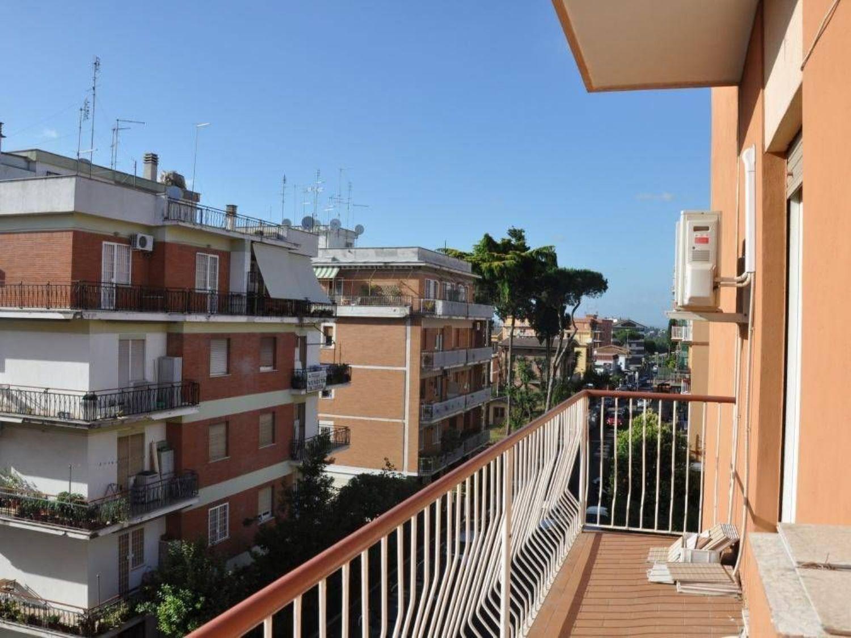 Appartamento in vendita a Roma, 3 locali, prezzo € 180.000   CambioCasa.it
