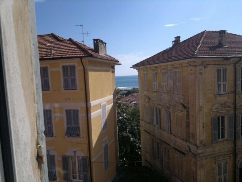 Appartamento in vendita a Imperia, 6 locali, prezzo € 400.000 | Cambio Casa.it
