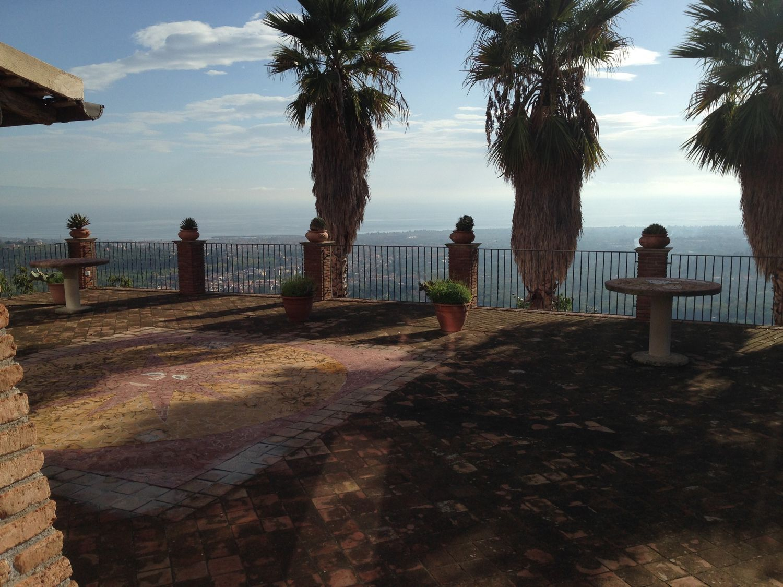 Soluzione Indipendente in affitto a Giarre, 10 locali, prezzo € 11.000 | Cambio Casa.it
