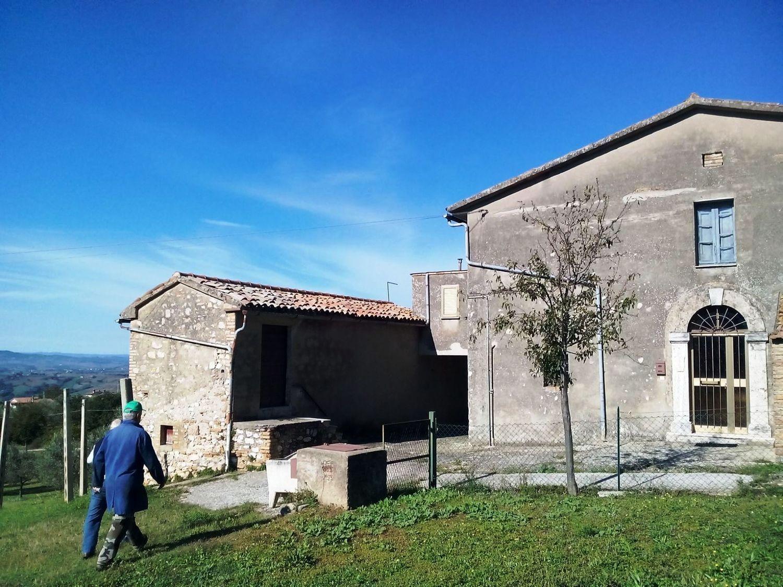 Appartamento in vendita a Massa Martana, 13 locali, prezzo € 519.000   Cambio Casa.it