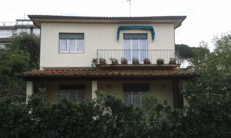 Soluzione Indipendente in vendita a Camaiore, 9 locali, prezzo € 850.000 | CambioCasa.it