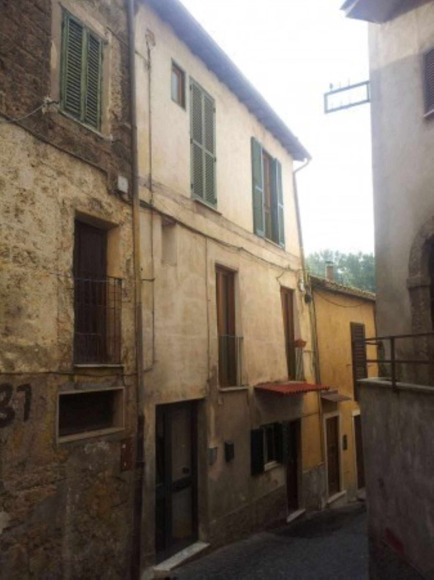 Appartamento in vendita a Subiaco, 4 locali, prezzo € 115.000 | Cambio Casa.it