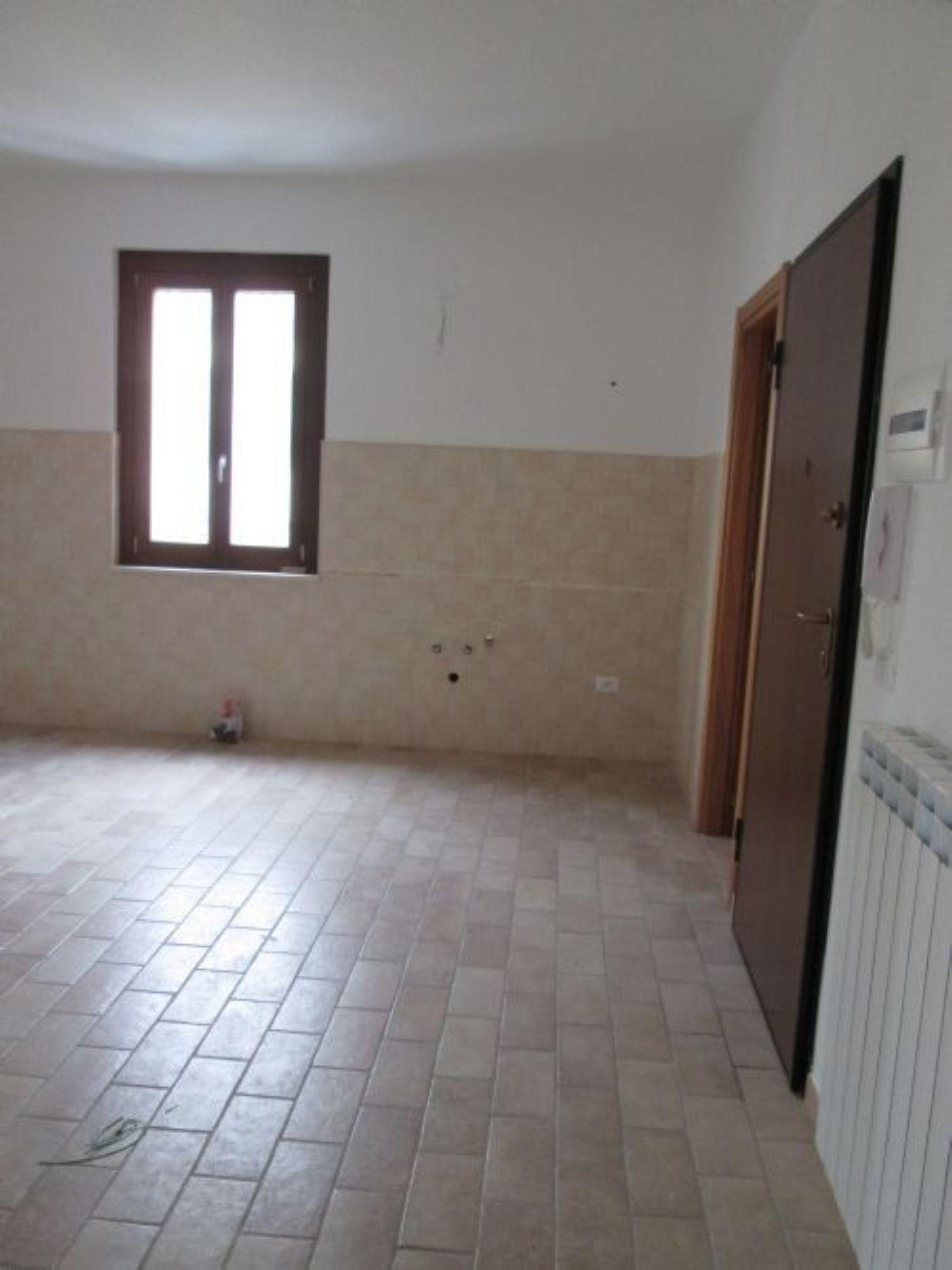 Appartamento in affitto a Loreto Aprutino, 3 locali, prezzo € 360 | Cambio Casa.it