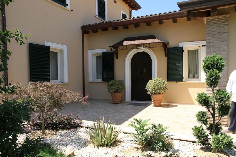 Soluzione Indipendente in affitto a Veroli, 14 locali, prezzo € 10.000 | CambioCasa.it