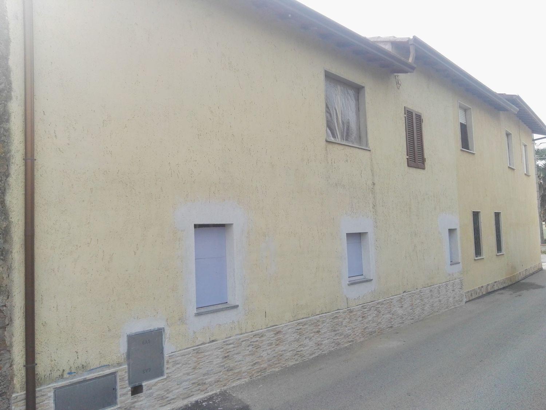 Soluzione Indipendente in vendita a Camaiore, 7 locali, prezzo € 380.000 | CambioCasa.it