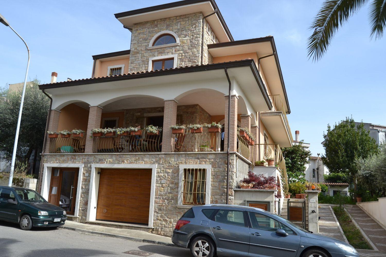 Villa Bifamiliare in affitto a San Giorgio del Sannio, 4 locali, prezzo € 600 | CambioCasa.it