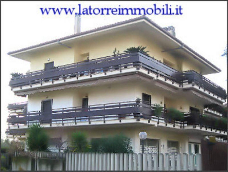 Appartamento in vendita a Velletri, 7 locali, prezzo € 199.000 | Cambio Casa.it