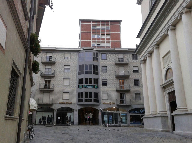 Immobile Commerciale in vendita a Sondrio, 9999 locali, prezzo € 180.000 | CambioCasa.it