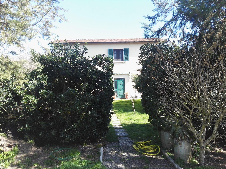Soluzione Indipendente in vendita a Camaiore, 5 locali, prezzo € 350.000 | CambioCasa.it