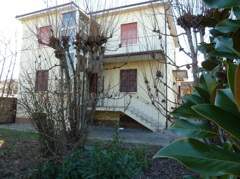 Soluzione Indipendente in vendita a San Giovanni in Persiceto, 9 locali, prezzo € 350.000 | Cambio Casa.it