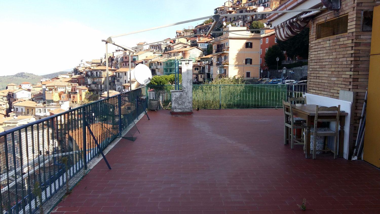 Appartamento in vendita a Rocca di Papa, 4 locali, prezzo € 229.000 | CambioCasa.it