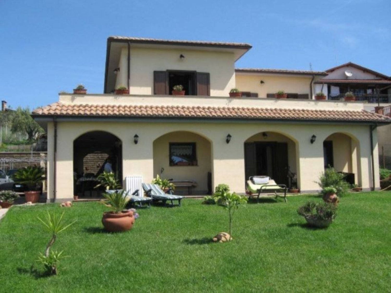 Soluzione Indipendente in vendita a Lariano, 6 locali, prezzo € 385.000 | Cambio Casa.it