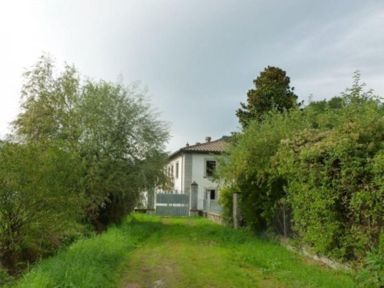 Soluzione Indipendente in vendita a Borgo a Mozzano, 6 locali, prezzo € 750.000 | Cambio Casa.it