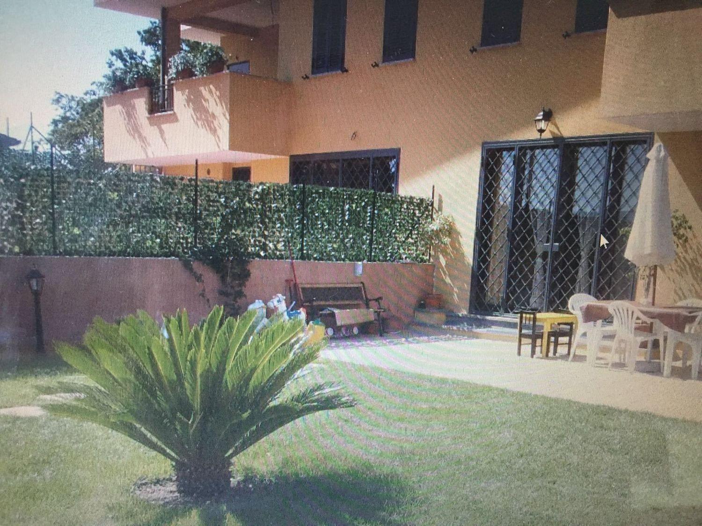 Soluzione Indipendente in vendita a Lariano, 7 locali, prezzo € 209.000 | Cambio Casa.it