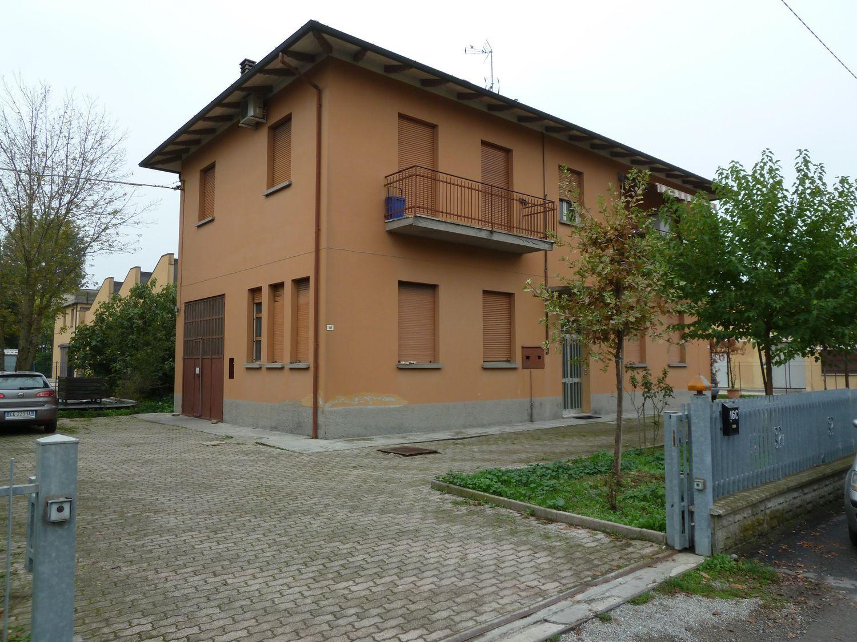 Soluzione Indipendente in vendita a San Giovanni in Persiceto, 8 locali, prezzo € 225.000 | Cambio Casa.it