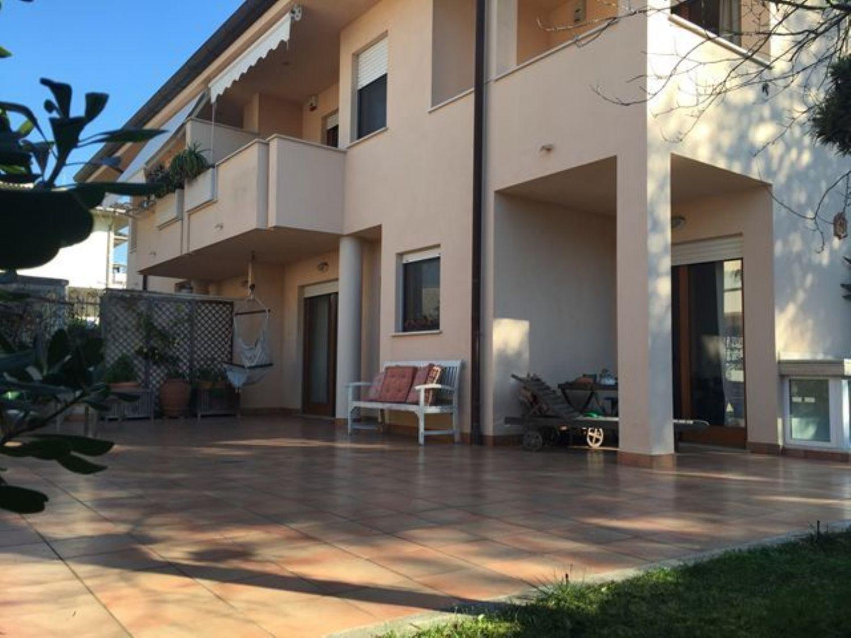 Villa Bifamiliare in vendita a Sabaudia, 6 locali, prezzo € 370.000 | Cambio Casa.it
