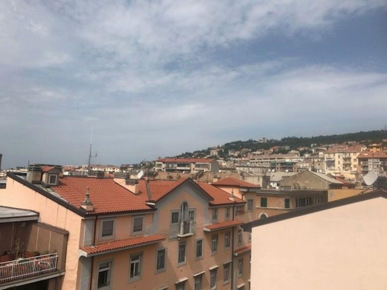 Appartamento in vendita a Trieste, 4 locali, prezzo € 136.000   CambioCasa.it