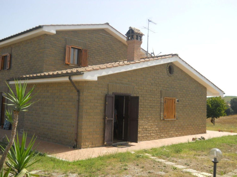 Villa Bifamiliare in Affitto a Cerveteri