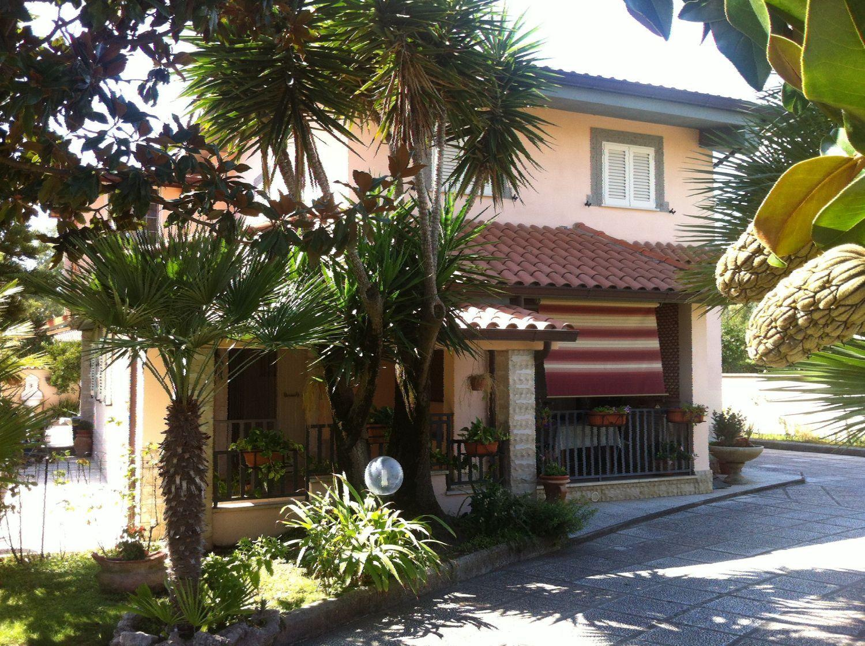 Soluzione Indipendente in vendita a Cisterna di Latina, 8 locali, prezzo € 350.000 | CambioCasa.it