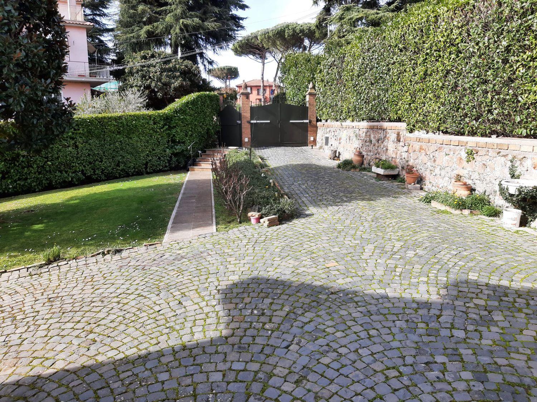 Soluzione Indipendente in vendita a Grottaferrata, 9 locali, prezzo € 700.000   CambioCasa.it