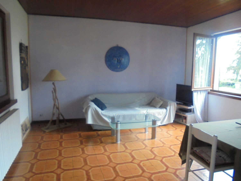 Appartamento in vendita a Cocquio-Trevisago, 3 locali, prezzo € 90.000 | Cambio Casa.it