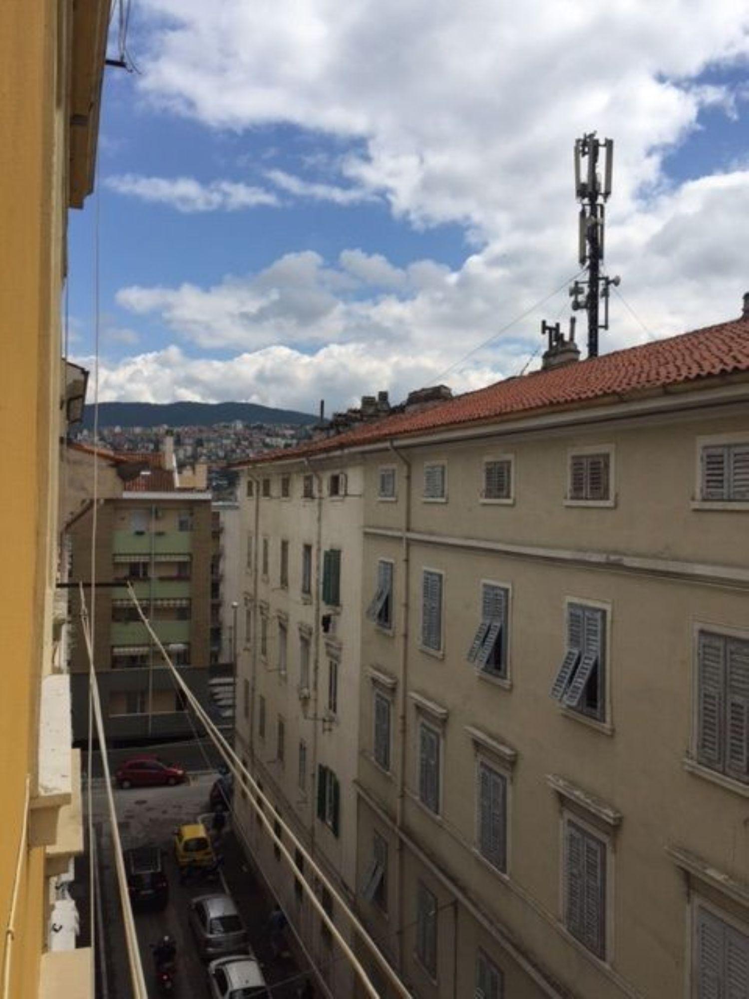Appartamento in vendita a Trieste, 3 locali, prezzo € 44.000 | Cambio Casa.it