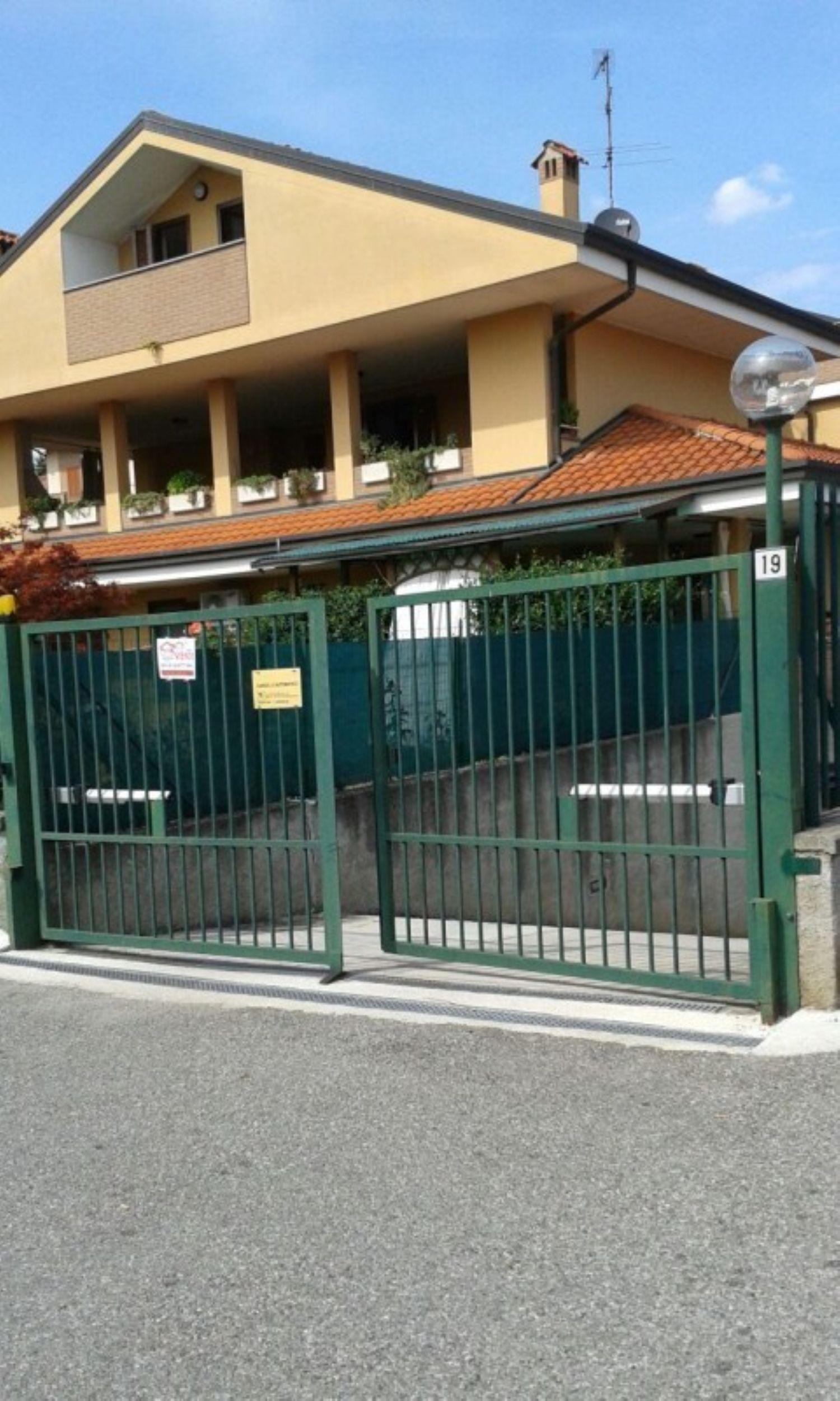 Box / Garage in vendita a Trezzano Rosa, 9999 locali, prezzo € 12.000 | Cambio Casa.it