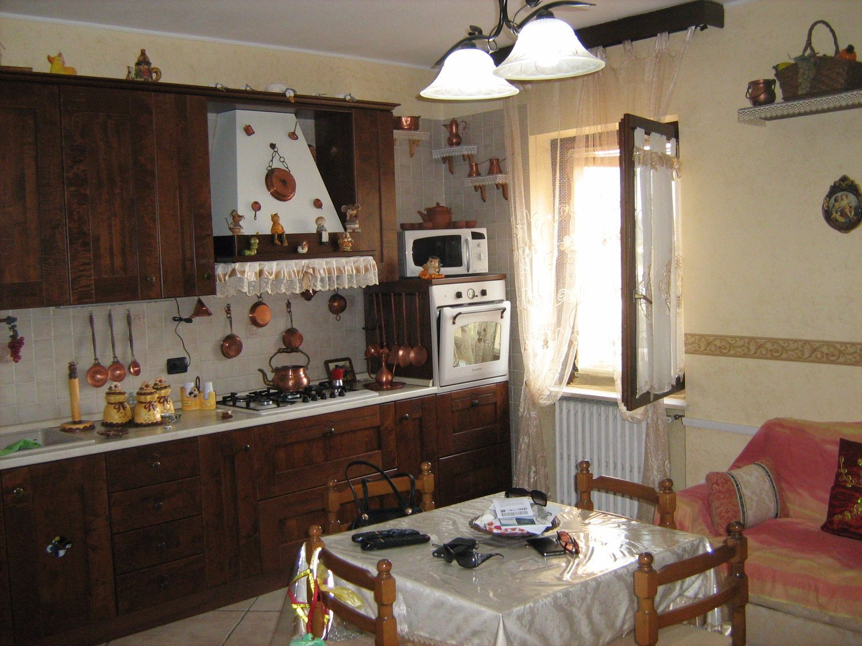 Appartamento in vendita a Sant'Ambrogio di Valpolicella, 5 locali, prezzo € 140.000 | Cambio Casa.it