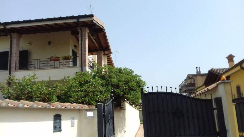 Soluzione Indipendente in vendita a Roma, 4 locali, prezzo € 299.000   CambioCasa.it
