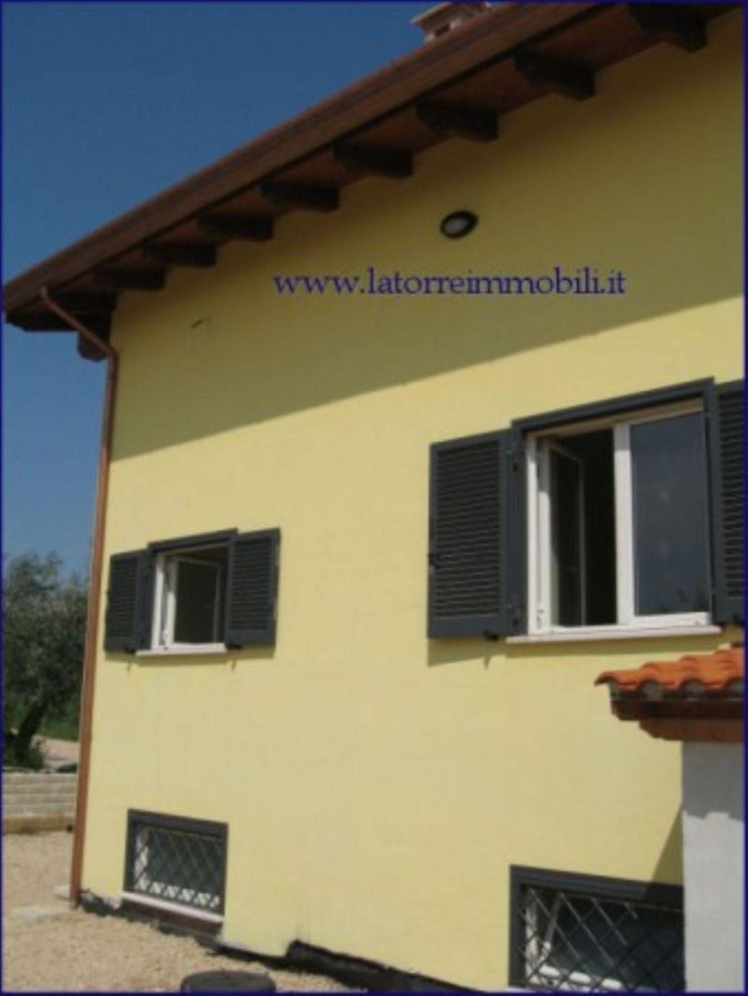 Villa Bifamiliare in vendita a Velletri, 5 locali, prezzo € 215.000   CambioCasa.it
