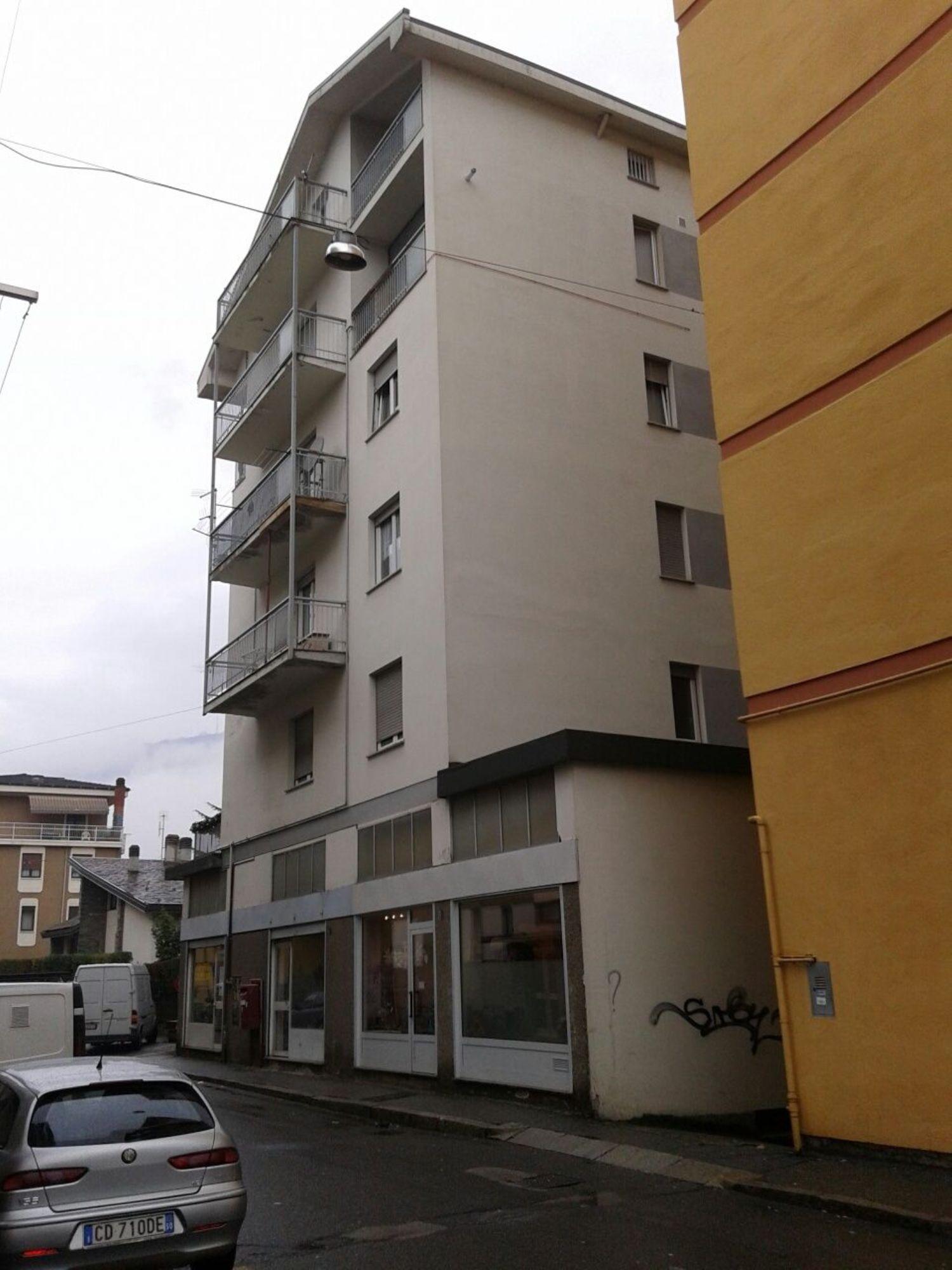 Immobile Commerciale in affitto a Sondrio, 9999 locali, prezzo € 400 | Cambio Casa.it