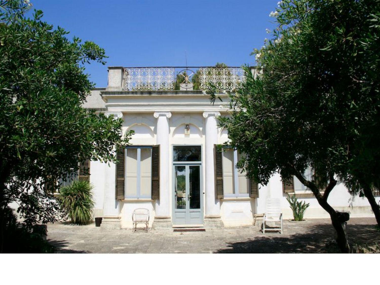 Soluzione Indipendente in vendita a Alezio, 6 locali, prezzo € 1.050.000   CambioCasa.it