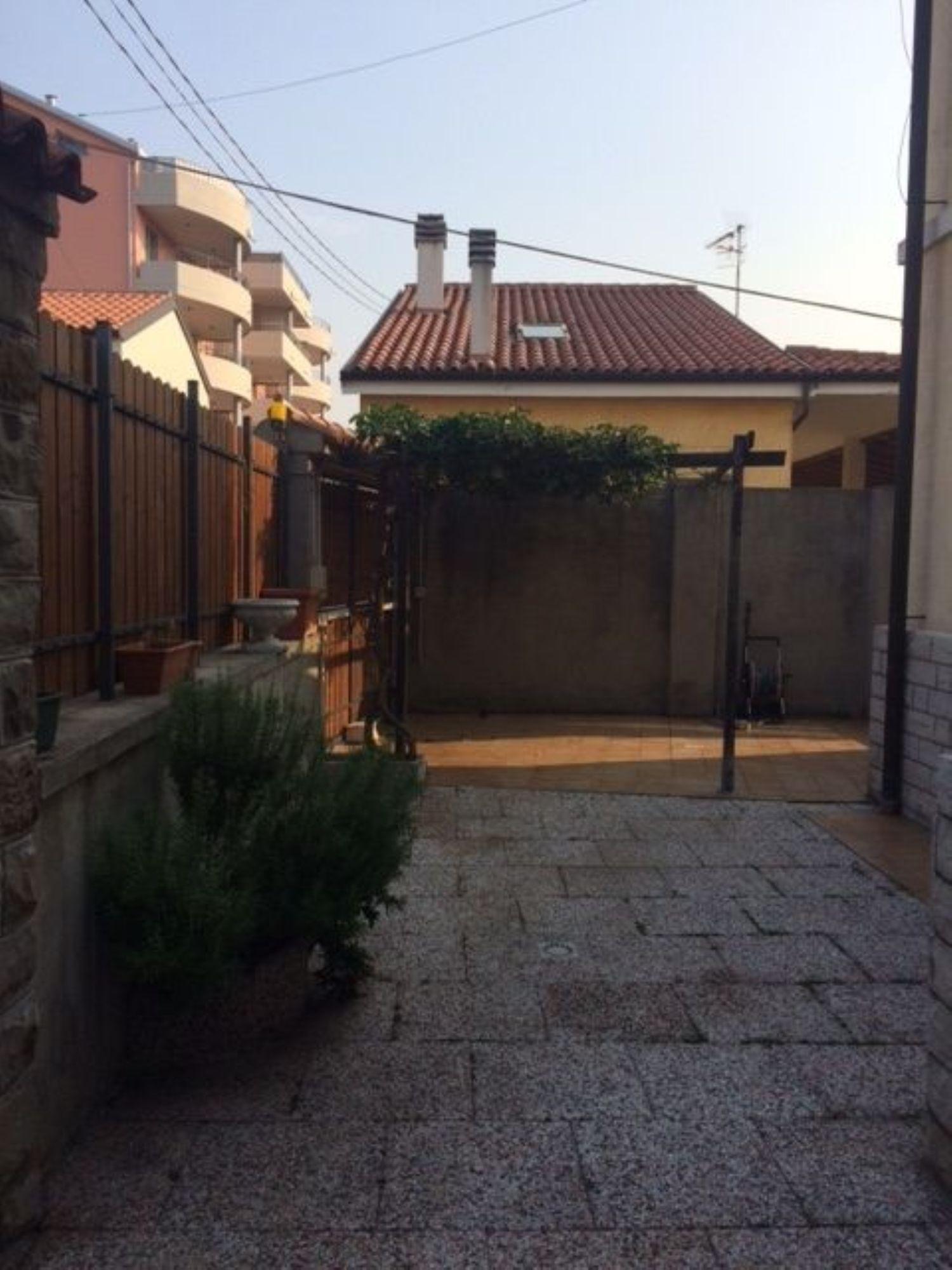 Soluzione Indipendente in vendita a Trieste, 8 locali, prezzo € 294.000 | Cambio Casa.it