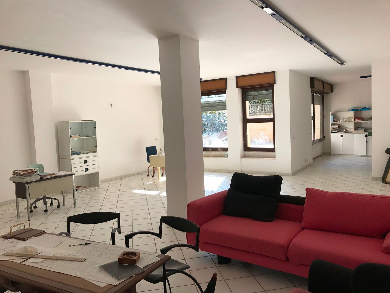 Immobile Commerciale in vendita a Ceglie Messapica, 9999 locali, prezzo € 135.000 | CambioCasa.it