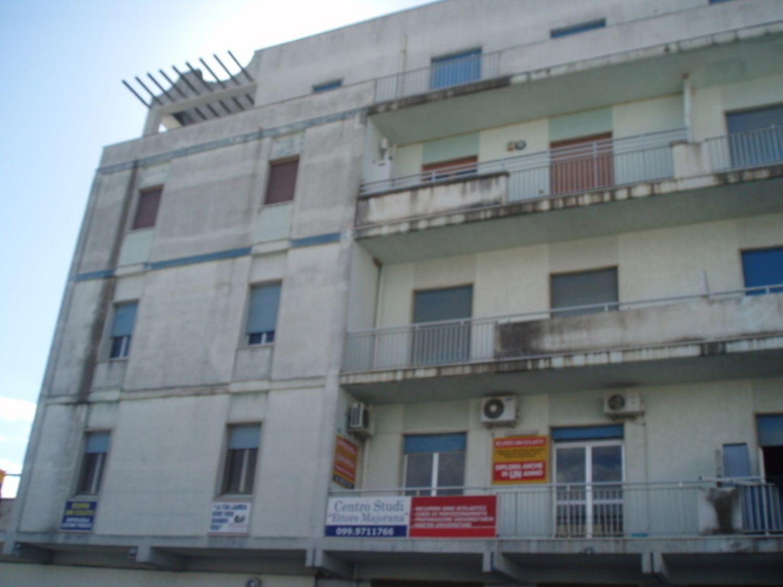 Appartamento in vendita a Maruggio, 5 locali, prezzo € 110.000 | Cambio Casa.it