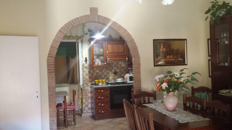 Appartamento in vendita a Velletri, 4 locali, prezzo € 110.000   Cambio Casa.it
