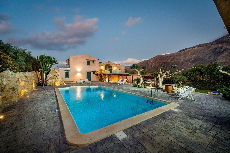 Appartamento in affitto a Castellammare del Golfo, 8 locali, prezzo € 20.000 | CambioCasa.it