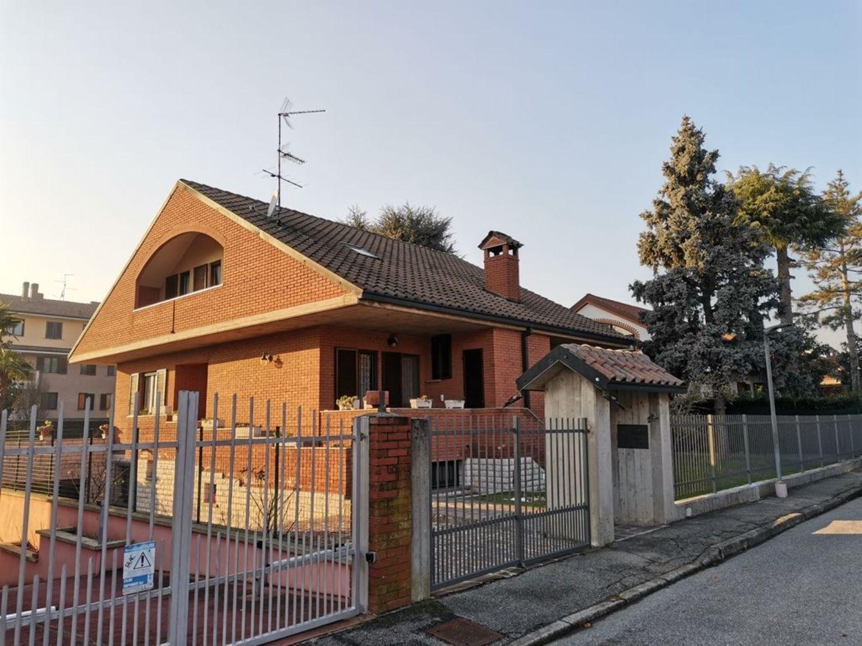 Soluzione Indipendente in vendita a San Giuliano Milanese, 6 locali, prezzo € 640.000 | PortaleAgenzieImmobiliari.it